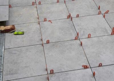 separators in light coloured flagstone for back garden