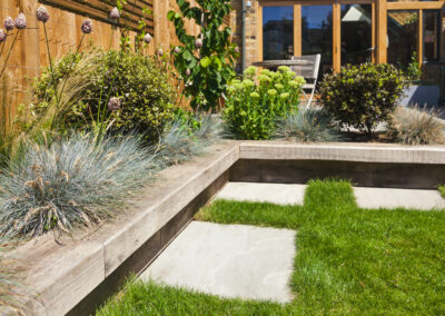 L-shaped raised planting bed with integrated overhanging seating